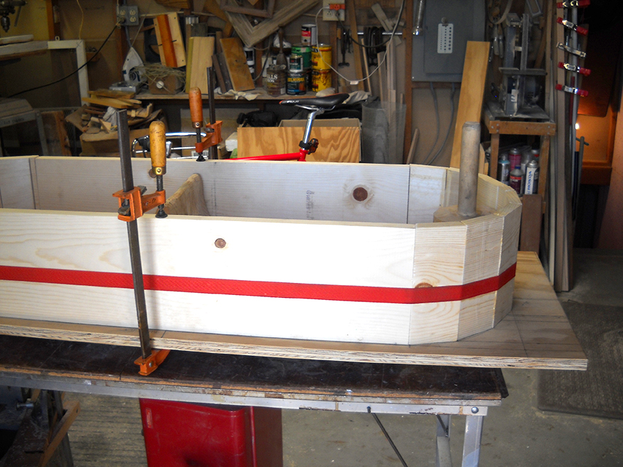 Gluing and clamping the tub